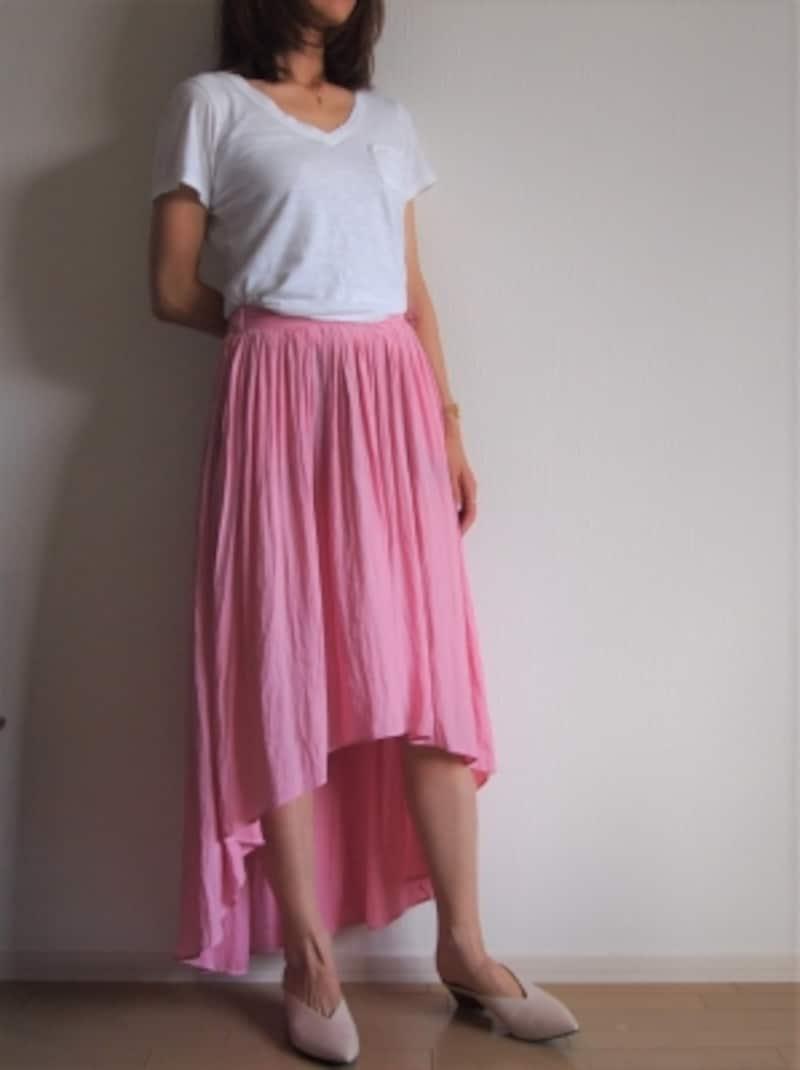 トレンドのアシンメトリースカートを馴染ませてくれる