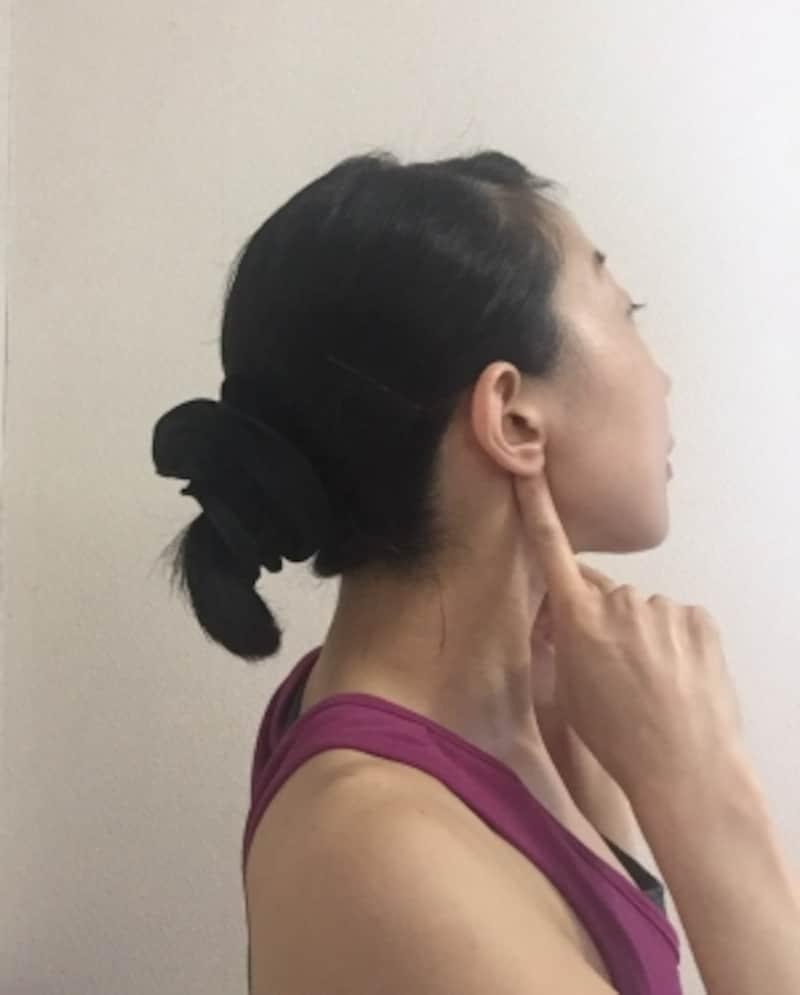 耳たぶの後ろにあるくぼみ