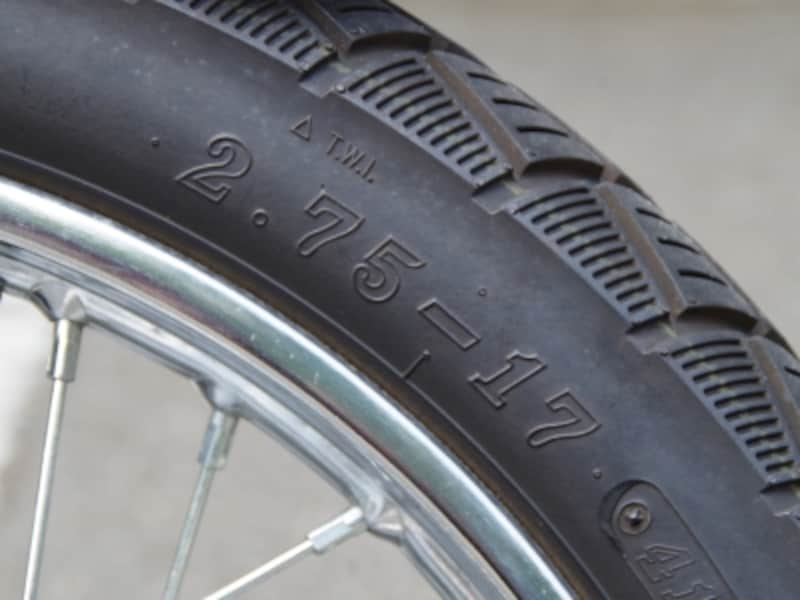 タイヤサイズは2.75-17
