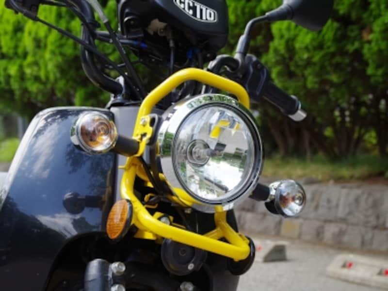 クロスカブのヘッドライトは伝統的な丸目一灯
