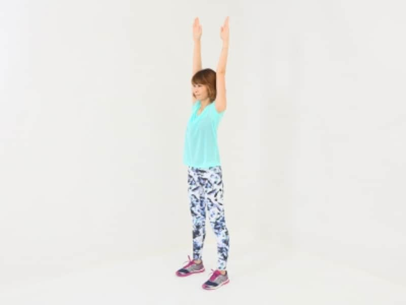ノーマル体幹スクワット2undefinedundefined両手を上に伸ばす時、肩が上がり過ぎないように注意