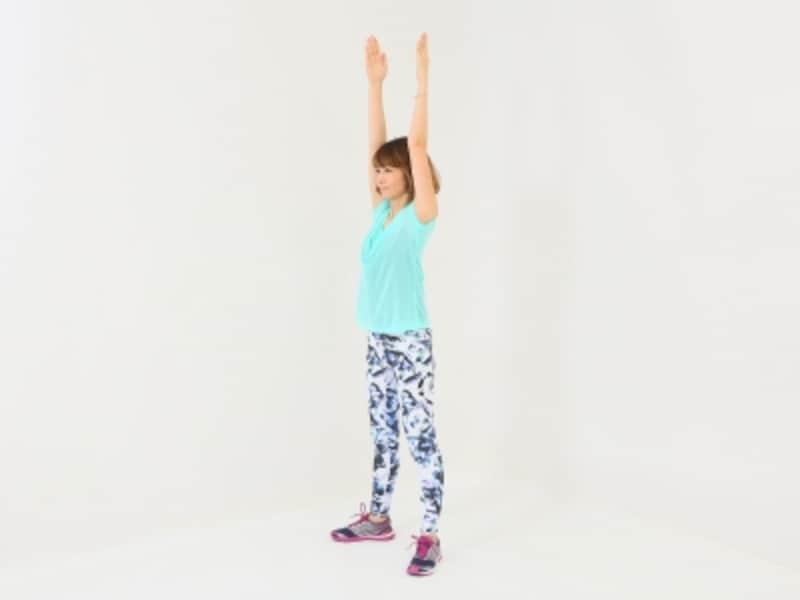 開脚体幹スクワット2undefinedノーマル体幹スクワット2undefined両手を上に伸ばす時、肩が上がり過ぎないように注意