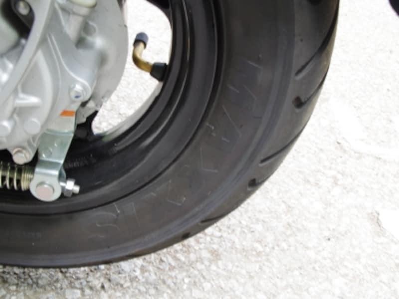 アクシスZ装備、タイヤはマキシスタイヤが採用された