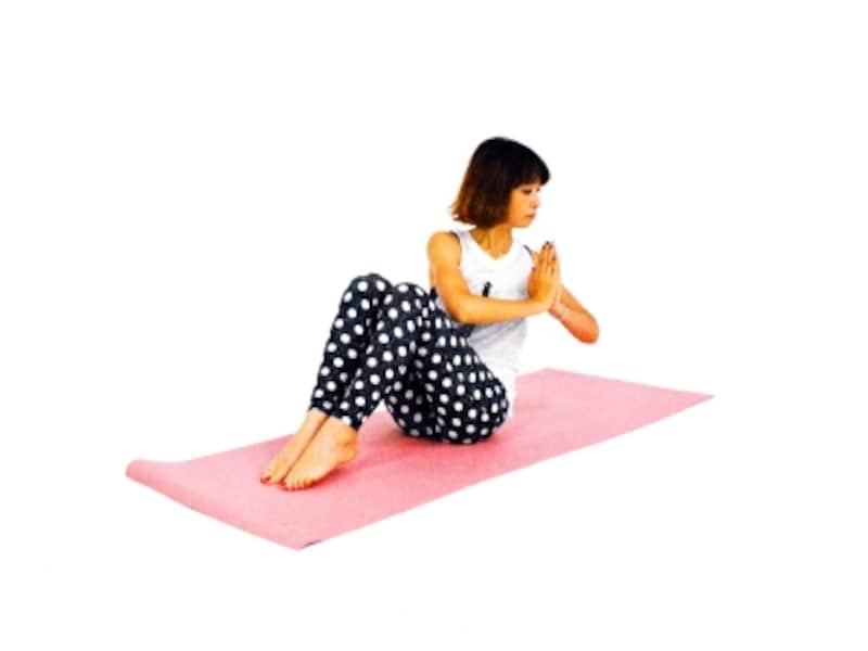 美姿勢エクササイズ2undefined吐く息とともに上体を左方向にゆっくり向ける