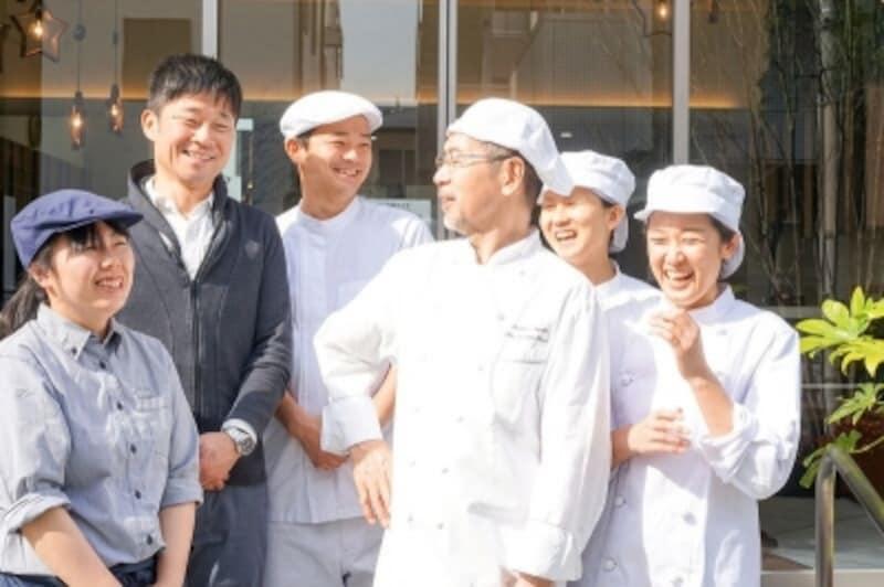 左から佐々木理乃さん、佐久間敦さん、玉木健司さん、志賀勝栄さん、長嶋望さん、中島房枝さん(撮影:長谷川美祈)