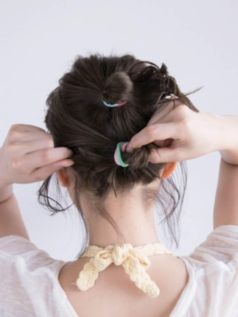 上と下の段で結び、毛先は通さず輪っか状に