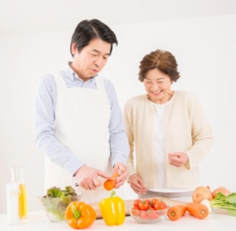 ご夫婦で料理を楽しむ