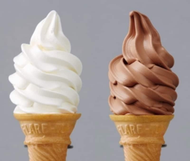ロイズのソフトクリーム写真左がミルク、右がチョコレート