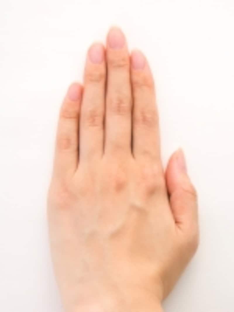 爪の形がバラバラでくすんでいるビフォア