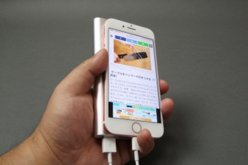 外出先でスマートフォンが使えないと困る!undefinedという人はモバイルバッテリーを用意しておこう