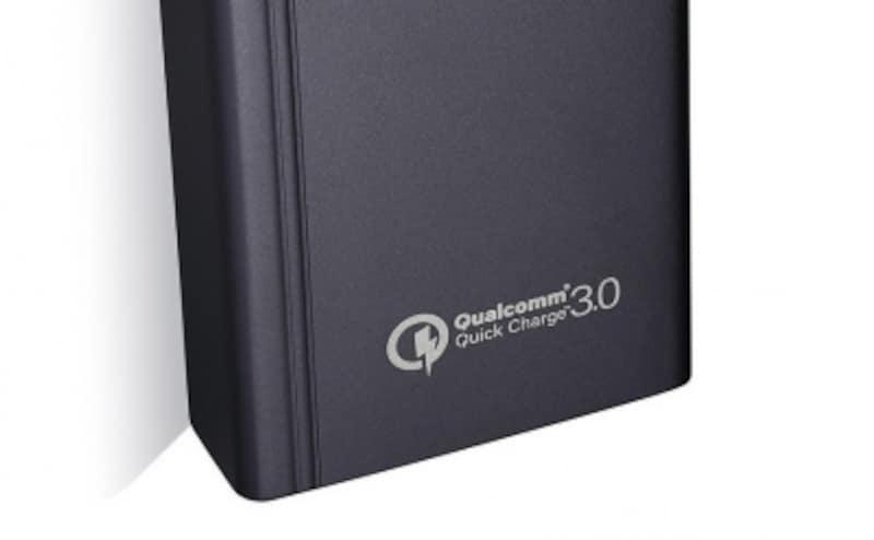 QuickChargeに対応するスマートフォンを持っているなら、モバイルバッテリーも対応製品を選びたい。写真はPoweraddのQC3.0対応製品