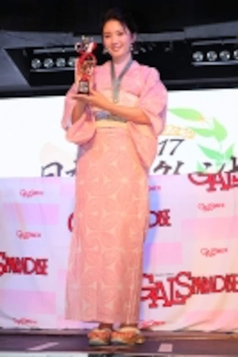 日本レースクイーン大賞2017新人部門でクリッカー賞を獲得したはらことはさん