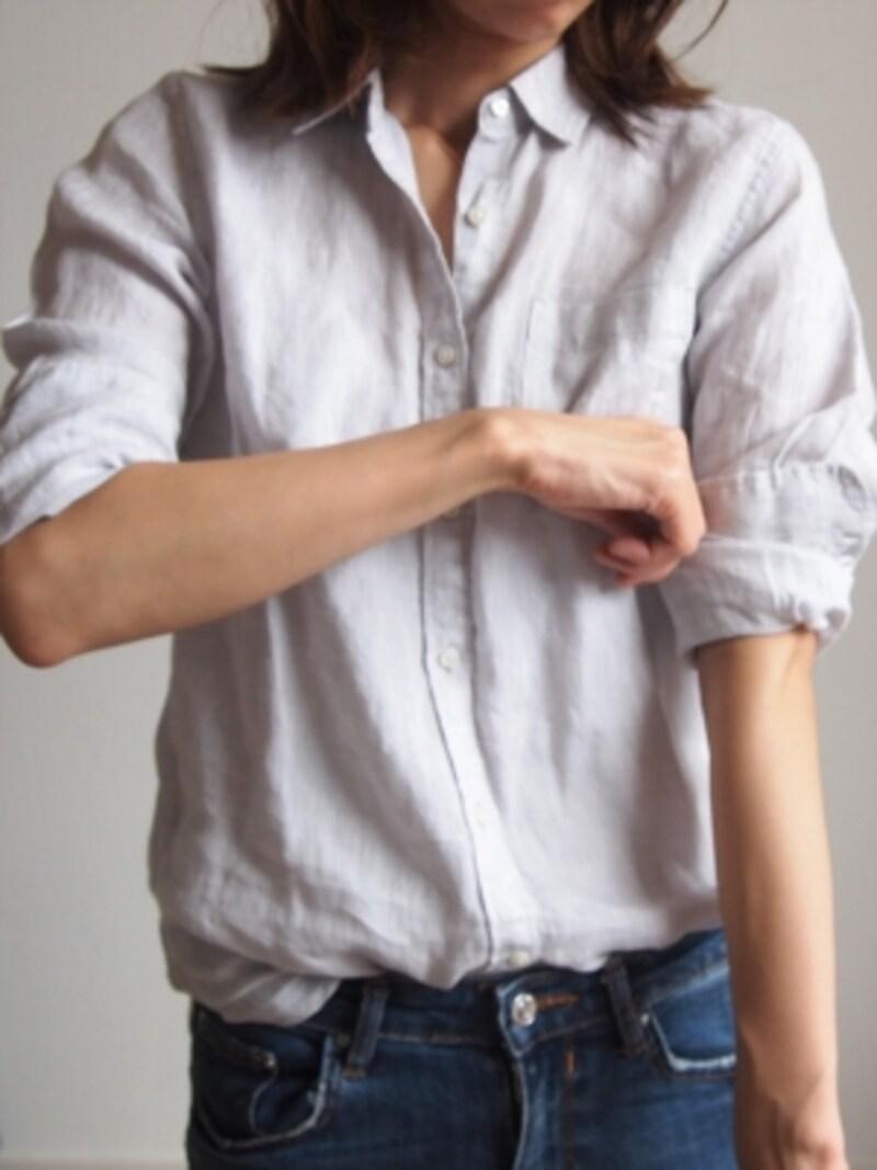 折った袖部分をさらに半分に折る。この折り目がストッパーになります。