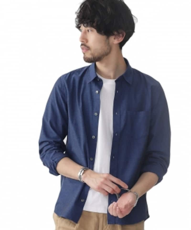 無地のシャツ