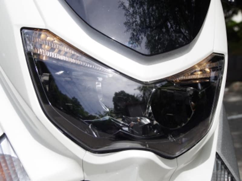 NMAX155はLEDヘッドライト。