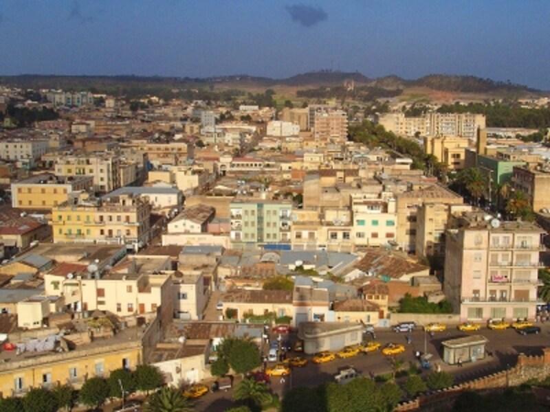 「アフリカの近代都市アスマラ」