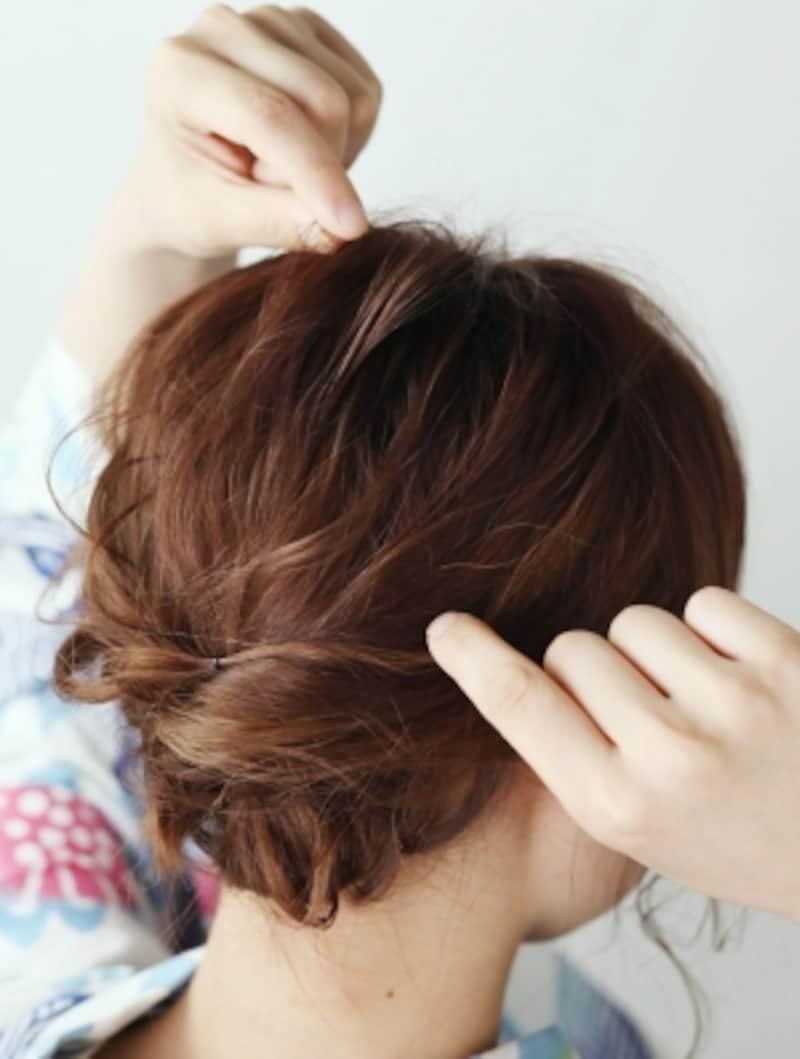 髪の毛を数本ずつ引っ張り出すイメージで