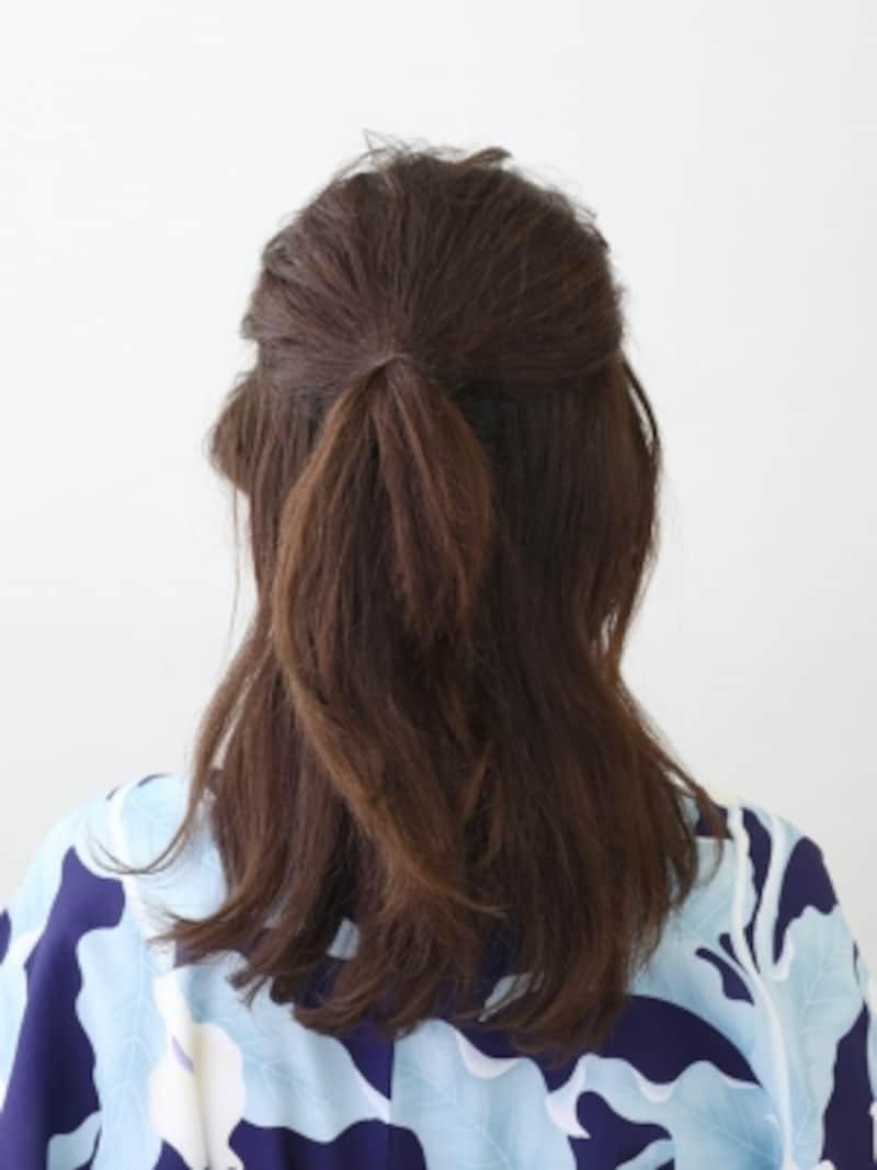 ハチラインの髪をハーフアップに