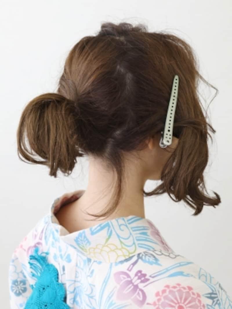 サイドの髪を残し、ひとつに結ぶ