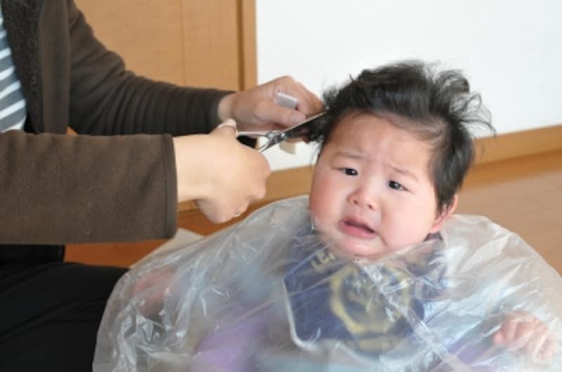 赤ちゃんの初めての散髪、自宅で行う場合は