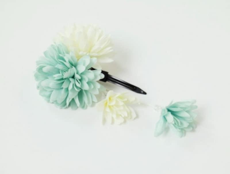 淡い緑と白の花飾り
