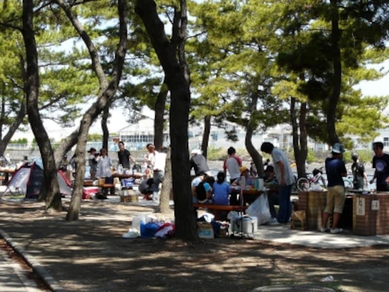 野島公園は木陰が多く、大人数のグループにおすすめ(画像提供:横濱グリル)