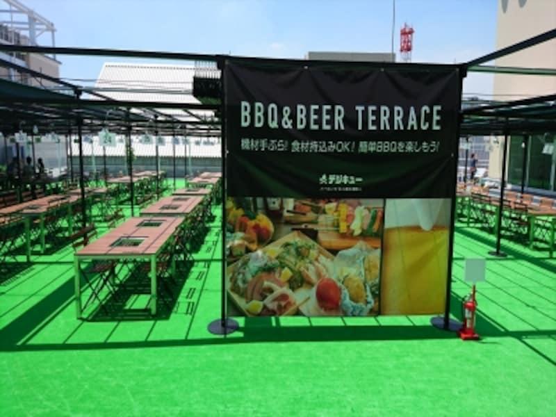 横浜駅近とは思えない!undefined横浜VIVRE屋上の広々としたBBQテラス(画像提供:デジサーフ)
