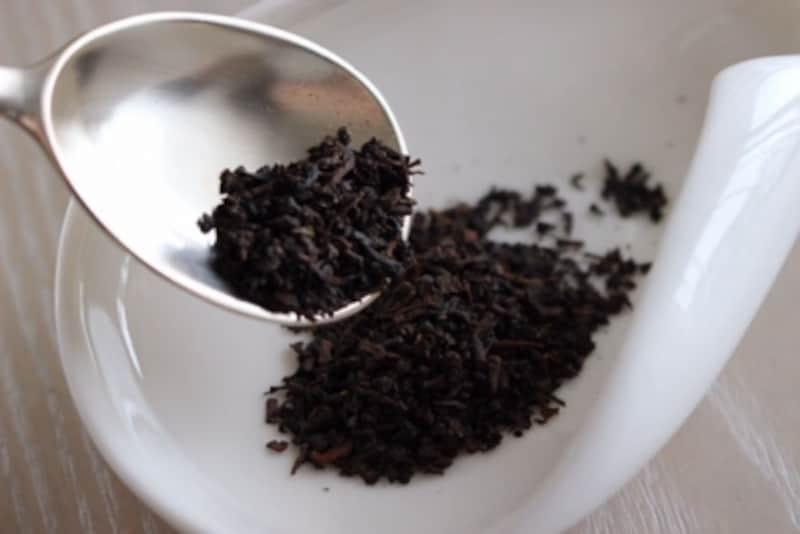 茶葉は出来上がりの紅茶液量に合わせて計量します