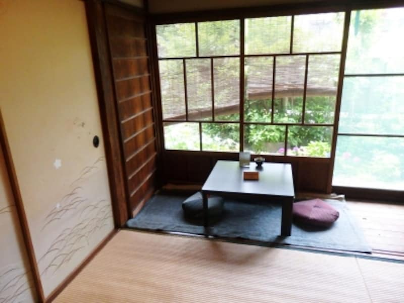 畳敷きにちゃぶ台…昔懐かしい和の空間