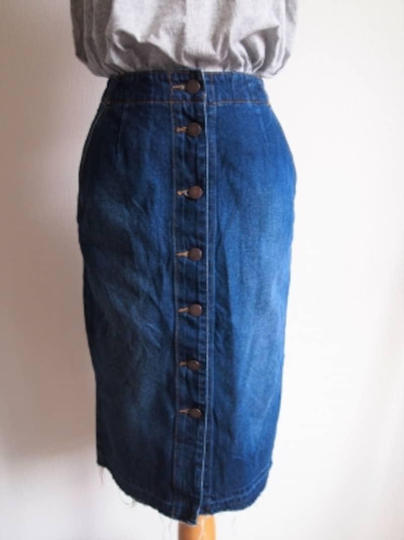 旬のデザインかどうかが明らかに分かってしまうデニムスカートこそシルエットに気を配りたい