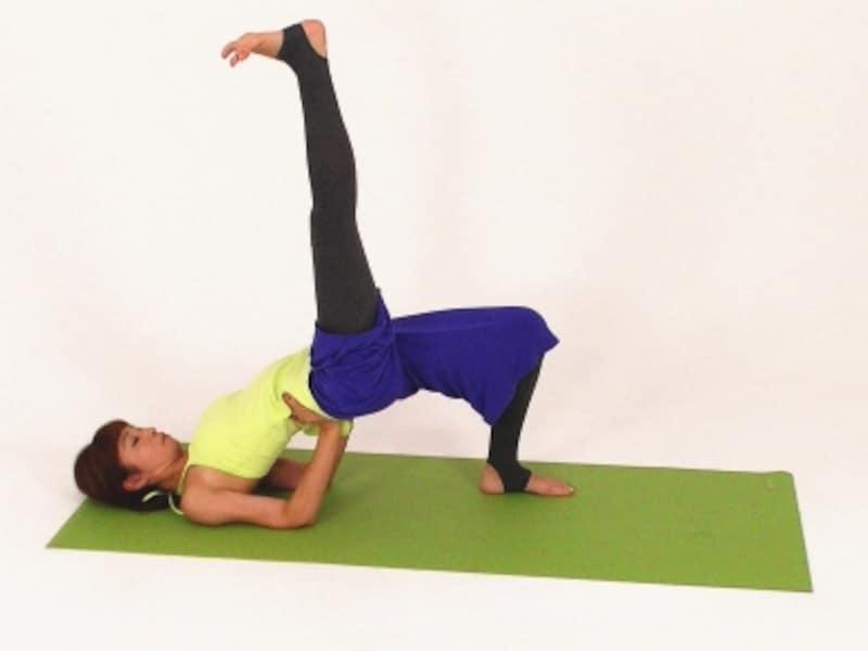 股関節エクササイズ3undefined右脚をまっすぐ伸ばす