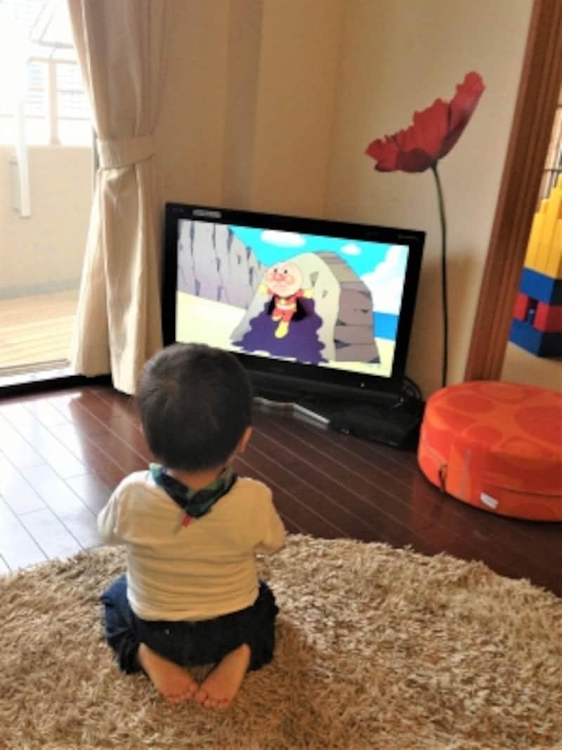アンパンマンのテレビに夢中