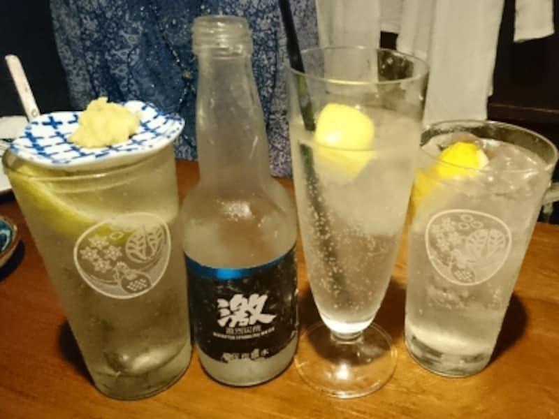おじんじょの定番レモンサワー。左から「瀬戸田のレモン塩de酎」「シャリッと!!レモン酎」「いつもの生レモン酎」