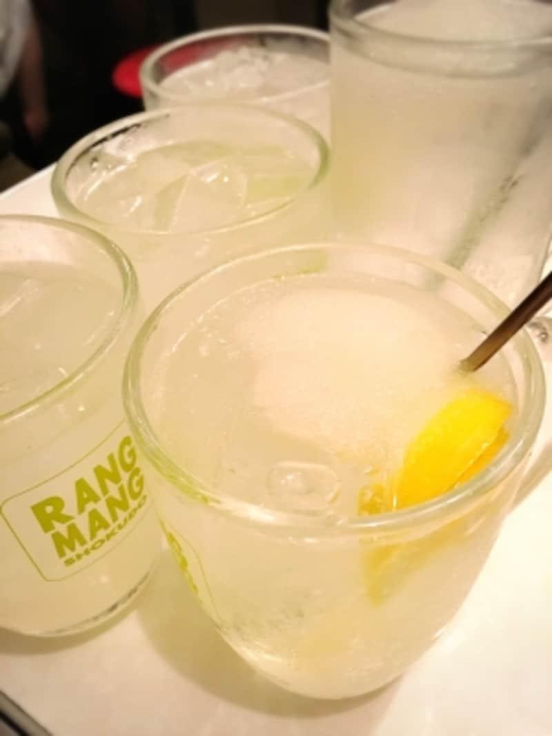 レモンサワーいろいろ。手前がスムージー入り!