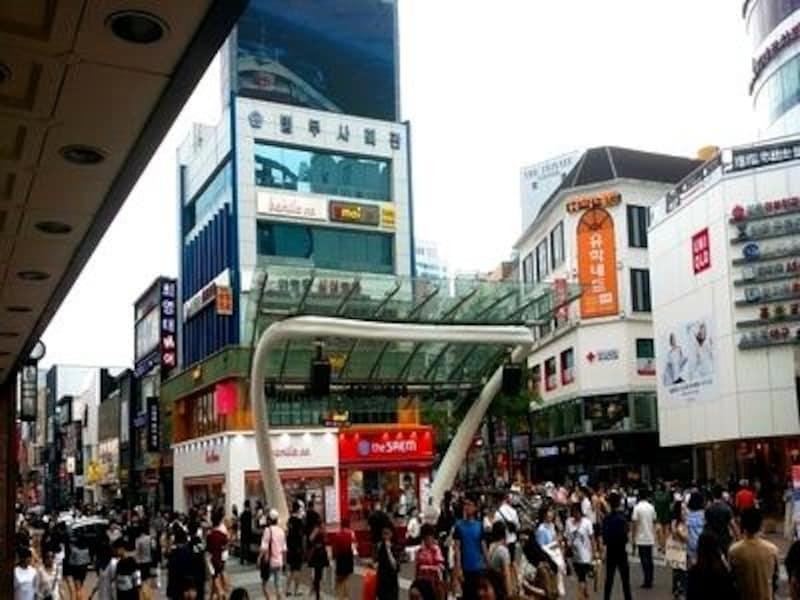 このストリートでのショッピングはとっても楽しいですよ。気になるお店にはどんどん入ってみましょう!