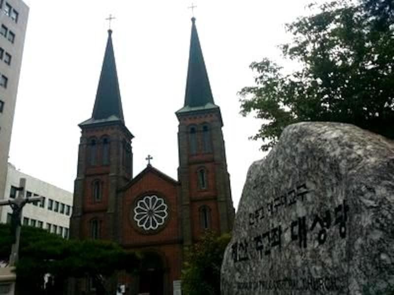 数ある歴史的建造物の中でも特に美しく、ぜひ見ておきたい聖堂です