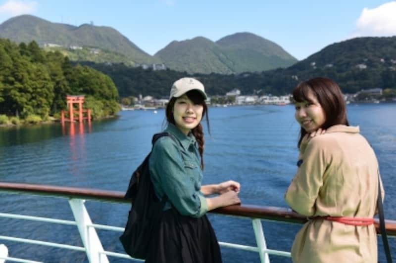 遊覧船に乗船。湖の上を吹き抜ける風が、気持ちいい!