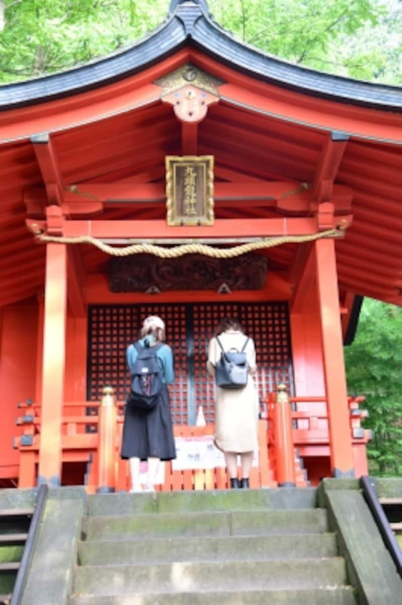 九頭龍神社本宮をお参り。九頭龍神社本宮の例祭は、毎年6月13日、月次祭は毎月13日に行われ、その日は、遊覧船が寄港し、午前中は「箱根九頭龍の森」入園料が無料になります