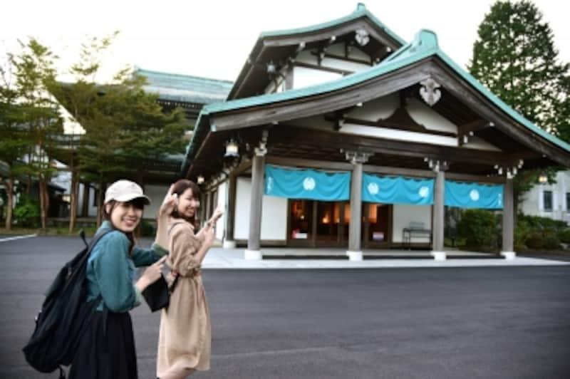 「絶景日帰り温泉龍宮殿本館」。元々は昭和13年に「浜名湖ホテル」として建てられた建物で、後に芦ノ湖畔の現在地に移築されました。2017年3月に国登録有形文化財に答申、7月に登録されました