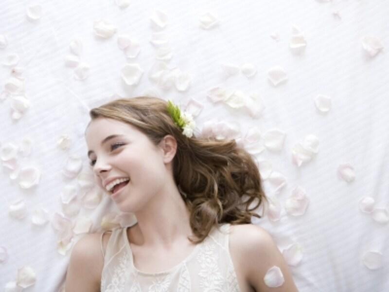 白は花嫁の色。ドレスコードも集団共有の文化のひとつです。