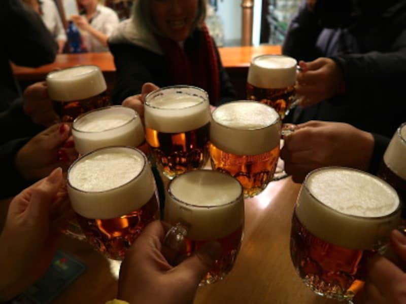 みんなで飲むビールは格別の美味しさ