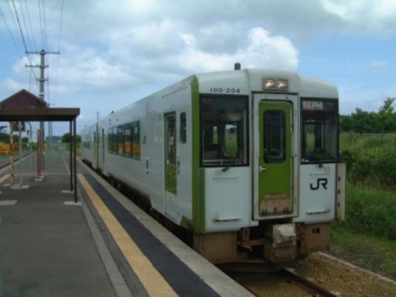八戸・青森と下北・大湊を直通するJRの快速「しもきた」