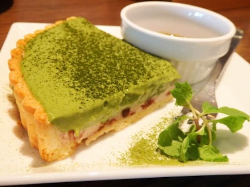 ルームラックスカフェの抹茶タルト
