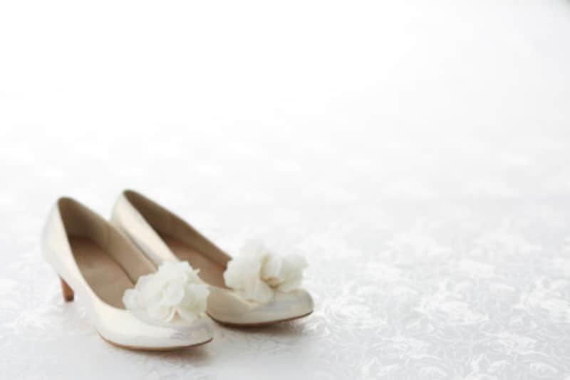 夏の結婚式の服装夏でもストッキングは必須