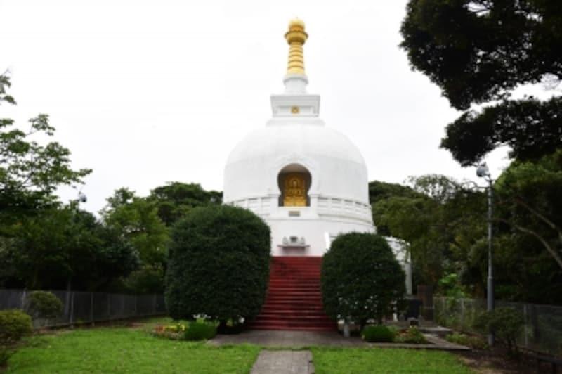 龍口寺の白亜の仏舎利塔。最近、お色直しをしてきれいになりました