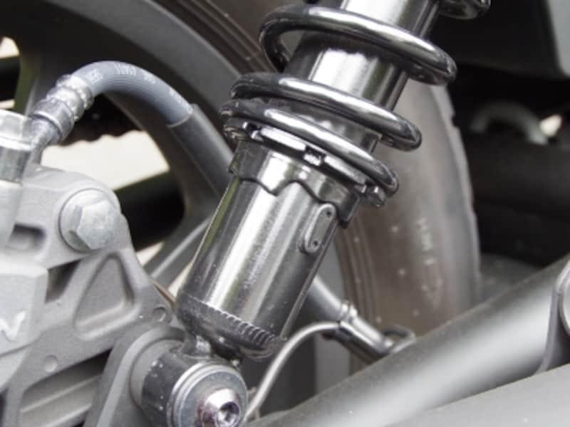 レブル500は車両重量が重くなっているので前後サスペンションのセッティングが異なる