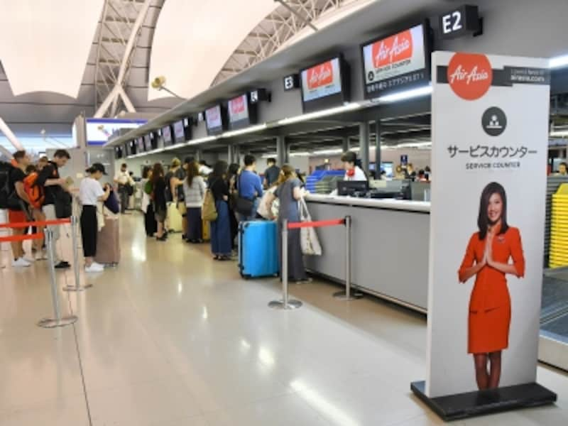 大阪・関西国際空港の第1旅客ターミナル4階(国際線出発)にあるエアアジアのチェックインカウンター