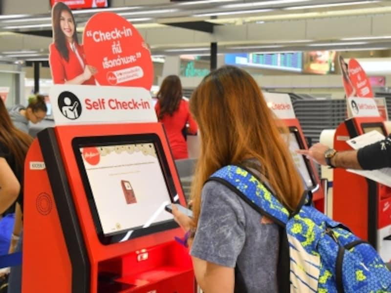 バンコク・ドンムアン空港にあるエアアジアの自動チェックインができるキオスク