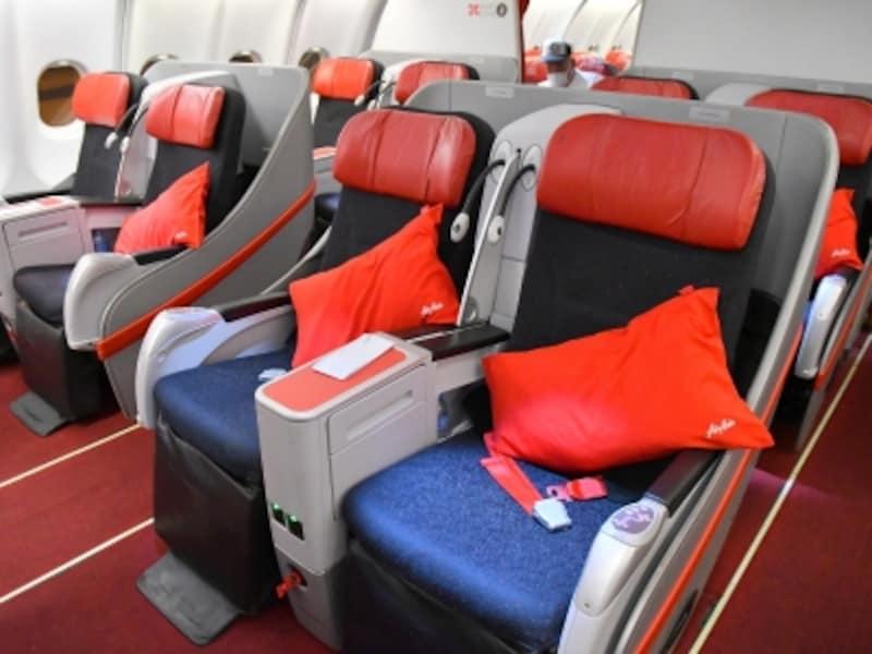 最前方12席のみの「プレミアムフラットベッド」。大手航空会社のビジネスクラス並みのシートがリーズナブルに利用できます