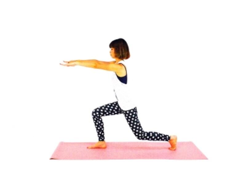 腸腰筋エクササイズ3undefined左足を大きく後ろに下げる